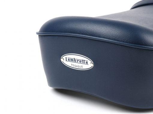 BGM2701BL Sitzbank -BGM PRO Pegasus mit Schild und genietet- Lambretta LI, LI S, SX, TV, DL, GP – blau